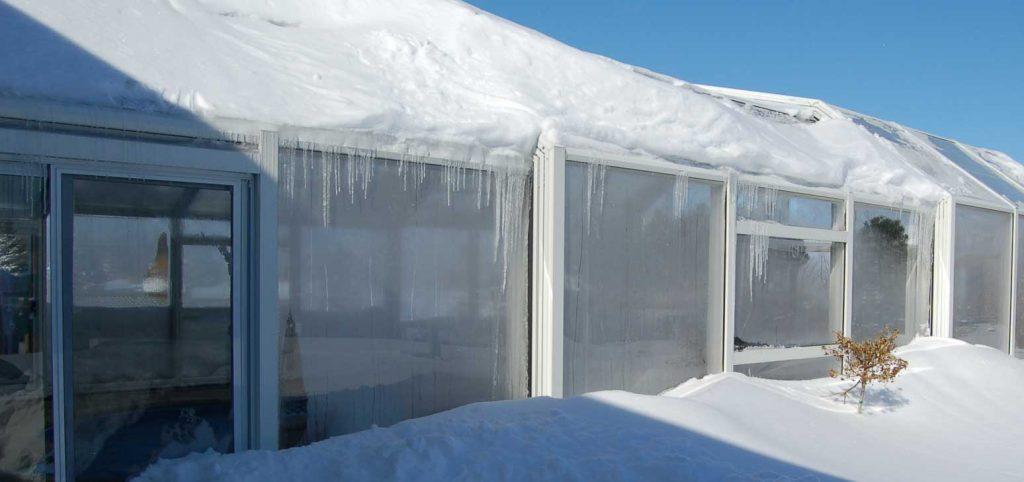 سقف متحرک استخری در برف و سرما